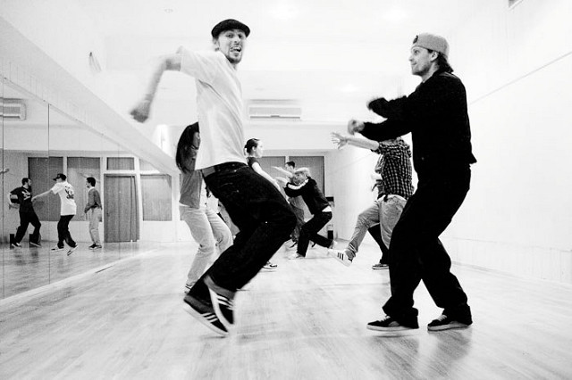 Contemporary dance lessons for adults
